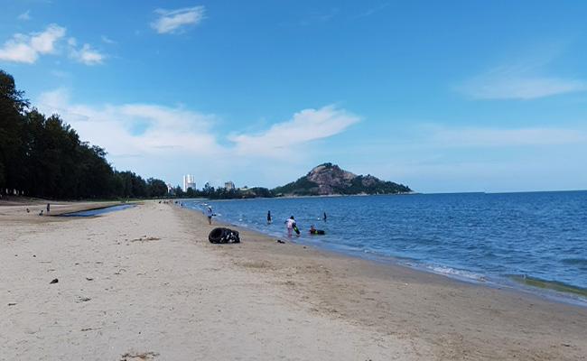 หาดสวนสนประดิพันธ์ หัวหิน  Suanson Pradipat Beach Huahin