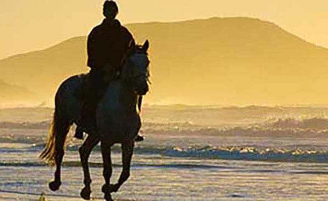 Huahin Beach  ขี่ม้าชมชายหาดหัวหิน